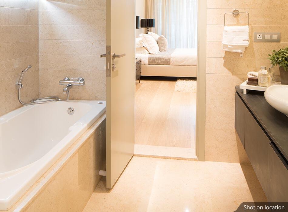 Bathroom in Calgary by House of Hirandani in Devanahalli, Bengaluru